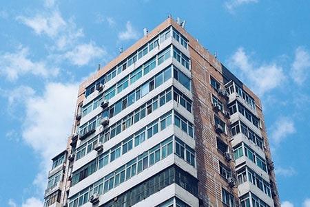 בדיקת חשמל בבניין רב קומות