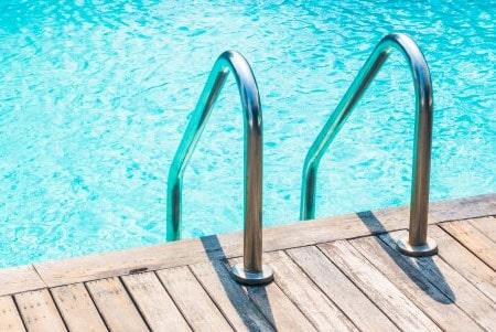 בדיקת חשמל לבריכת שחייה
